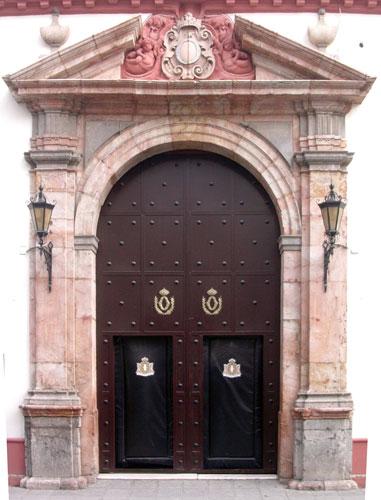 Portada del templo