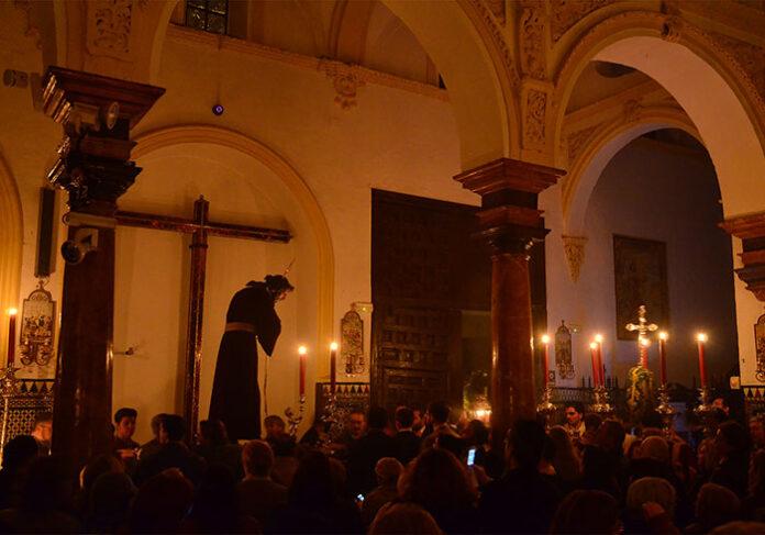 Traslado de Nuestro Padre Jesús Nazareno a su altar de Quinario