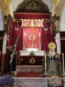 Altar con la Santa Cruz - Tarde del Viernes Santo de 2021